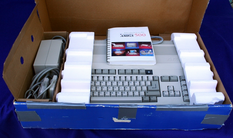Amiga 500 box contents